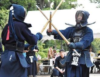 寒川神社境内での試合