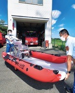 10消防団にボート配備