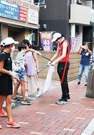 寒川出身の甲選手ら商店街でゴミ拾い
