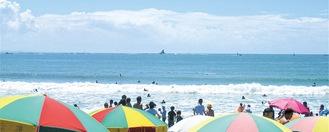 海水浴客でにぎわうサザンビーチ(茅ヶ崎市提供)
