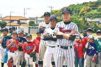左から元東海大相模の稲野辺さん、済美高の渡辺さん、羽黒高の高橋さん