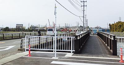 側道橋が完成