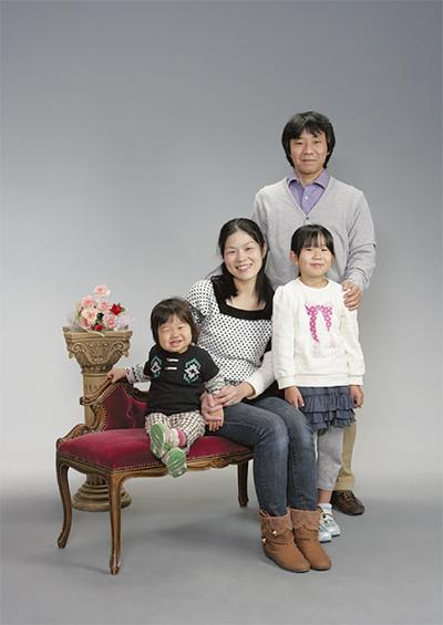 家族の肖像 写真館で