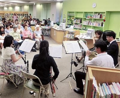 図書館でコンサート