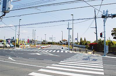 4車線道路で一直線