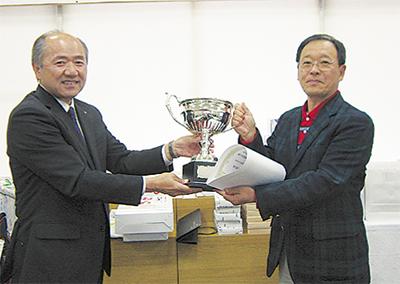 優勝は小島博司さん
