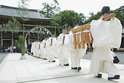 寒川神社で茅の輪