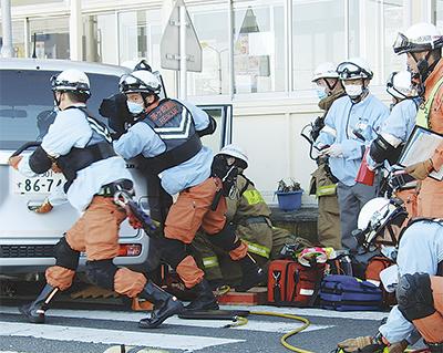 事故想定し合同訓練