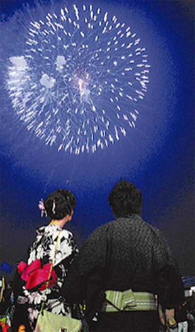海岸を彩る花火 3千発