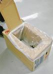 ダンボールとガムテープだけで作れる簡易トイレ。大人が座っても潰れないくらい頑丈で繰り返し使うことが出来る