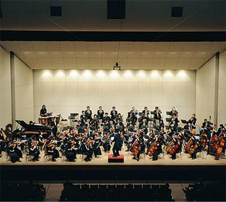 常時70人程が所属する平塚フィルハーモニー管弦楽団。6/26に行われる定期演奏会では「ウィーン市祝典曲」よりファンファーレ、歌劇「フィガロの結婚」より序曲第3幕 夫人伯爵のアリア、歌劇「トリスタンとイゾルデ」より『前奏曲と愛の死』、交響曲「シエラザード」が演奏される。