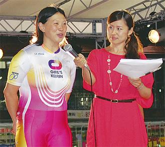 勝利者インタビューを受ける中山選手