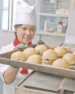学生が精魂込めてつくるパンには多くのファンがいる