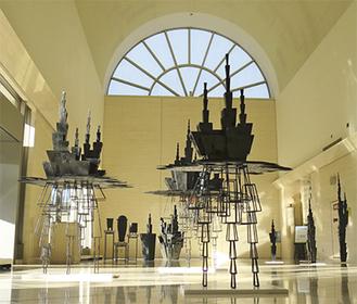 高さ11mのホールに展示されている作品