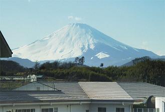 壮大な富士や江の島が一望できる
