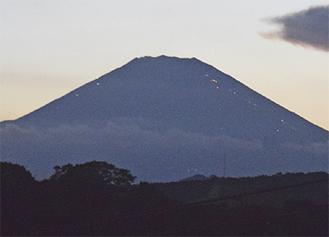 南金目から望む富士山。8月7日午後7時撮影。