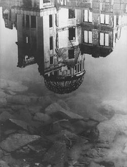 川田喜久治《原爆ドーム 太田川 広島》1960―65 年 東京国立近代美術館 (C)KIKUJI KAWADA