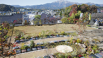 眼前に大山が見える高台の墓苑