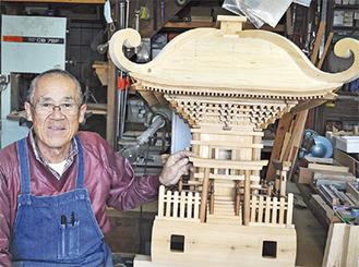 添田さんと制作中の神輿