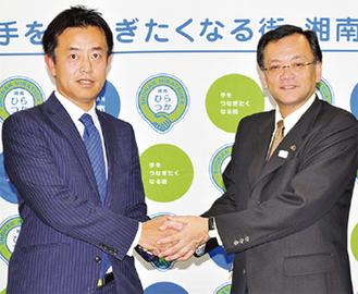 吉川社長(左)と落合市長