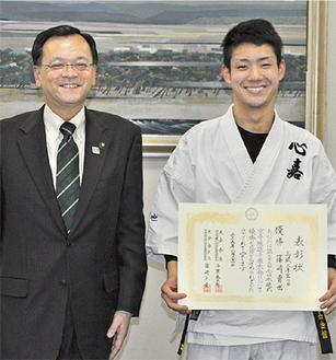 篠崎さん(右)と落合市長