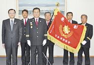 市消防団60年ぶりの表彰旗