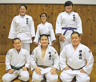 左上から時計回りに本多さん、野上さん、佐藤さん、山口翔太郎君、真田君、山口賢哉君