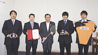 (左から)広田さん、李さん、落合市長、池田さん、島さん