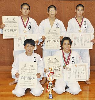 (後列左から)久保さん、野地さん、菊川さん、(前列左から)櫻井さん、岸田さん
