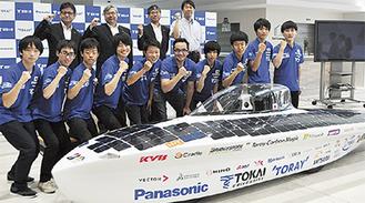 東海大学メンバーと新型車両
