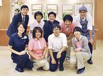 湘南平塚弐番館のスタッフ。前列右2番目が加藤ホーム長