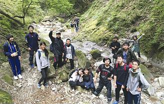 ハイキングなどの校外活動も充実