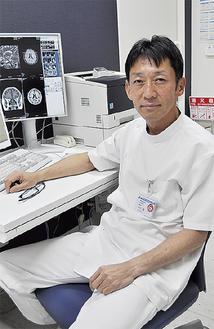 脳神経外科の中村医師。学会で通訳業務もしており、「ネイティブに近いレベルで英語での診察も可能です」と話す