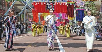 千人踊りに参加する織り姫