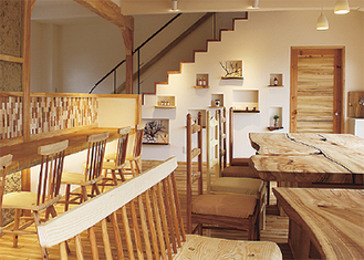 1階カフェ部分(提供写真)