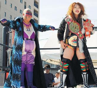 昨年もアジャコングさんとタッグを組んだ松本さん(右)