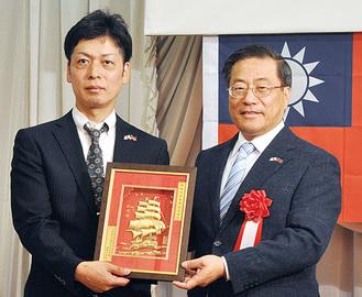 添田代表(左)と陳処長