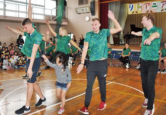 リトアニア選手団 学校訪問