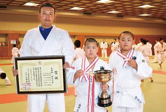 (左から)金井監督、山口君、石川君