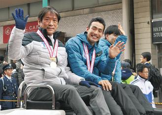 (左から)両角速監督、館澤亨次選手、西田壮志選手