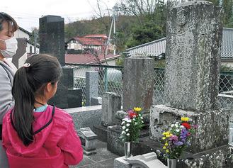コースの一つとなっている秋山博の墓