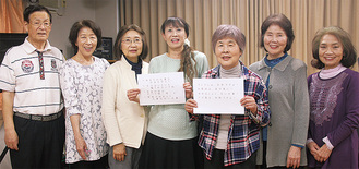 鈴木さん(中央)とコール・カメーリアのメンバー