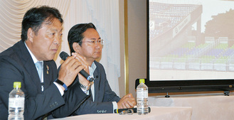 講演会で対談する奥寺氏(手前)と眞壁氏