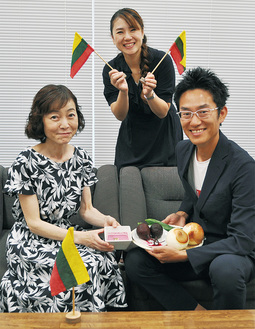 (左から)高梨さん、成松さん、白土さん