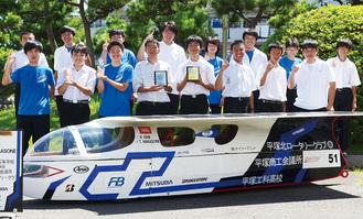 優勝を喜ぶ平塚工科高社会部メンバー