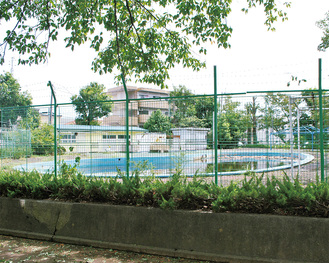 解体が検討されている大久保公園プール