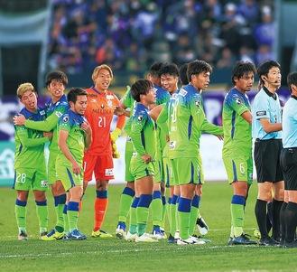 11試合ぶりの勝利を喜ぶ湘南イレブン