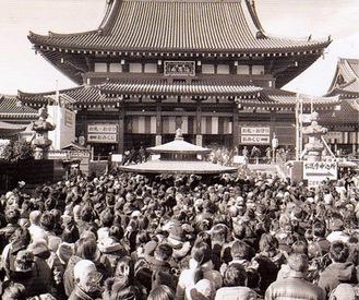 参拝者で溢れる川崎大師