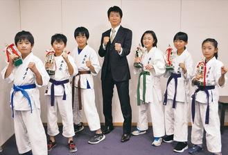 (左から)吉田君、渡辺君、野川君、古賀会長、大宮さん、近惣さん、古賀さん