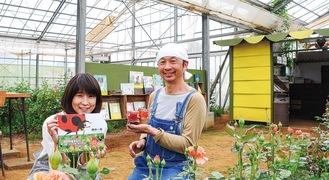 同園で絵本とジャムを手にする内田さんと横田さん